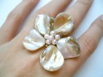 Shell and Pearl Beaded Flower Statement Fashion Ring (Beige)